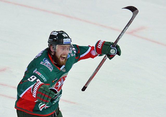 Jiří Sekáč se raduje ze vstřeleného gólu do sítě Avangardu