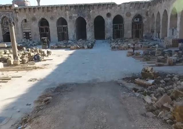 Rekonstrukce hlavní mešity v Aleppu, která byla zničena teroristy