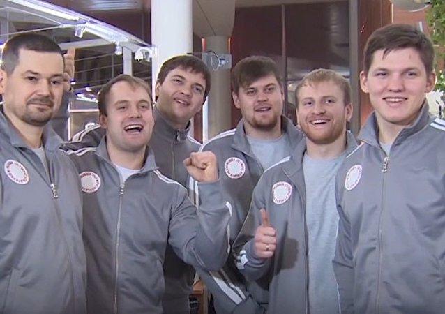 Do Jižní Koreje se z Moskvy vydali závodníci short tracku, sáňkaři a curleři