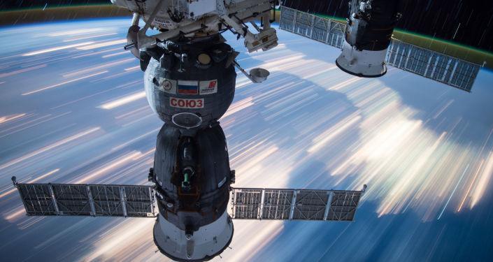 Kosmické lodě Sojuz a Progress připojené k ISS