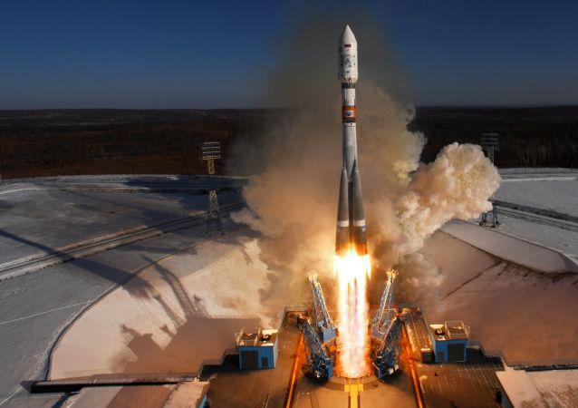Start raketoplánu Sojuz-2.1a z kosmodromu Vostočný