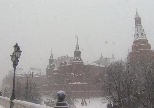 Moskva trpí rekordním sněžením. Výška sněhové pokrývky dosahuje skoro půl metru!