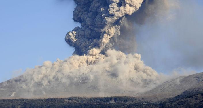 Vulkán Šinmoedake v Japonsku. Ilustrační foto