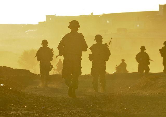 Američtí vojáci se vracejí na svou základnu u města Kalat v Afghánistánu