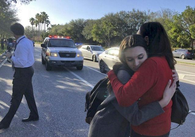 Studenti po střelbě ve škole na Floridě