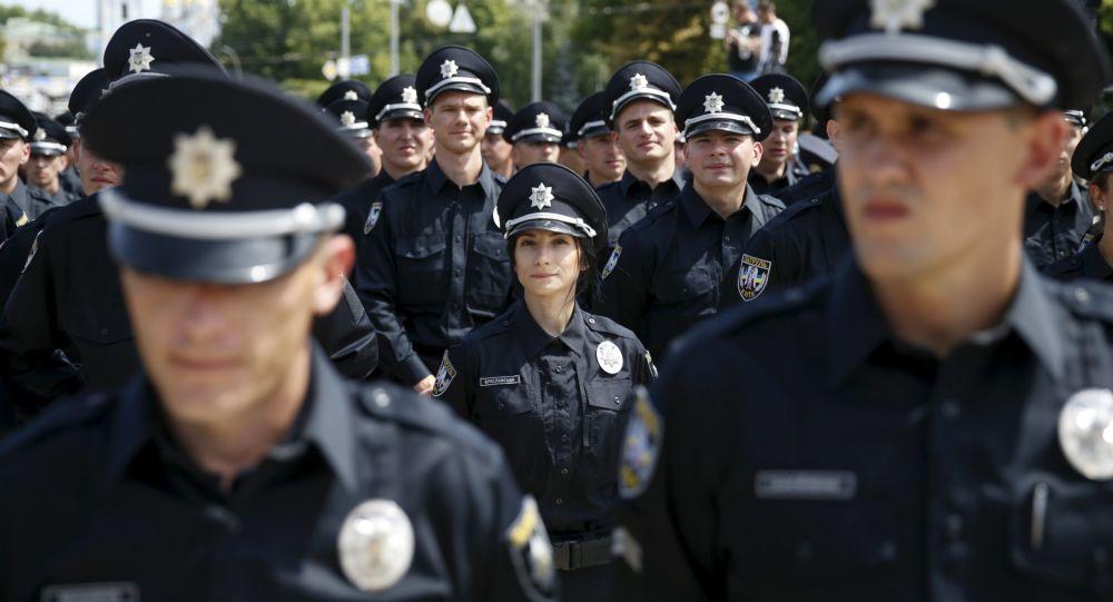 Policejní důstojníci skládají přísahu ukrajinskému lidu v Kyjevě.