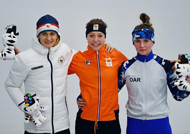 Martina Sáblíková na stupních vítězů po závodu na 5000 metrů