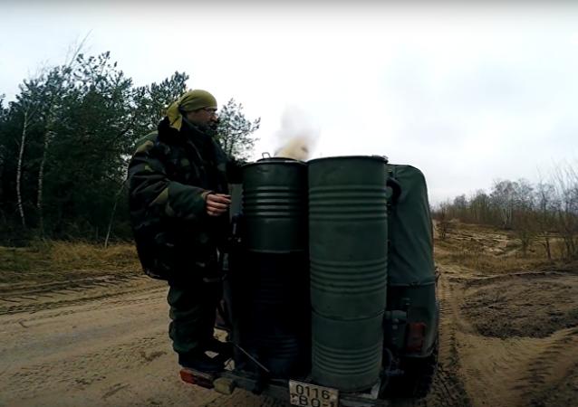 Bělorus sestrojil auto na hybridní pohon, které jezdí na dříví
