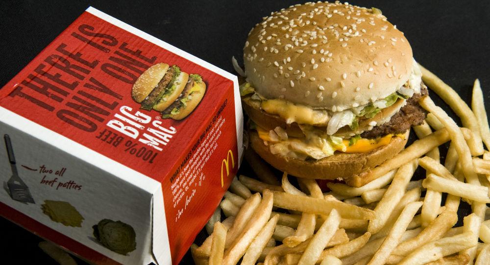 Big Mac a hranolky od restaurace McDonald's