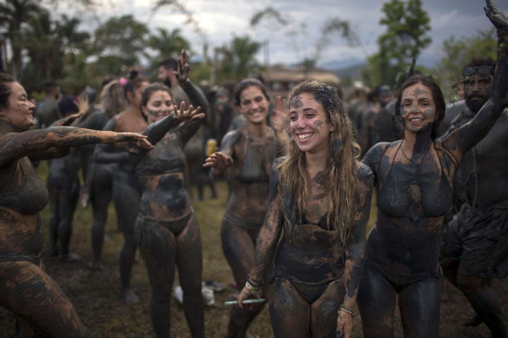 Tento týden v obrázcích: veselé karnevaly a další společenské akce