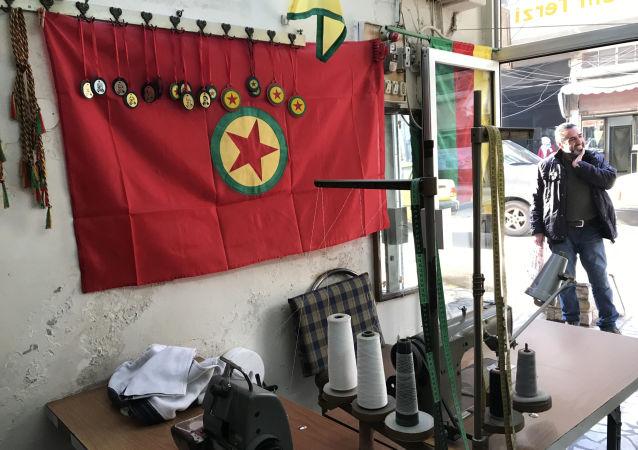 Symbolika YPG v Afrínu