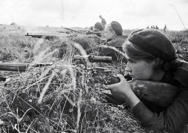 Sovětské snajperky během Velké vlastenecké války