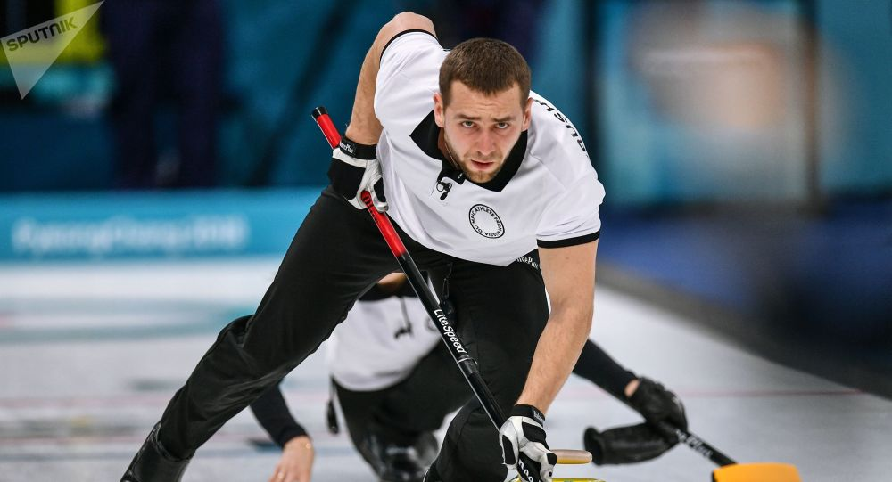 Ruský curlingista Alexandr Krušelnickij