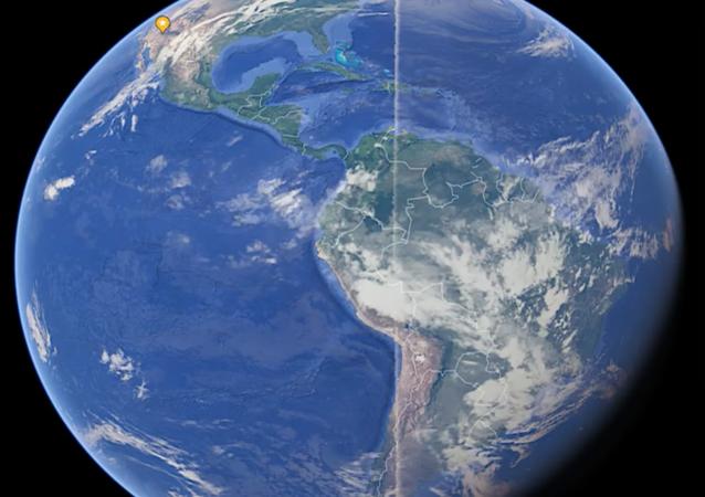 Na snímcích Google Earth nalezli záhadnou čáru kolem Země