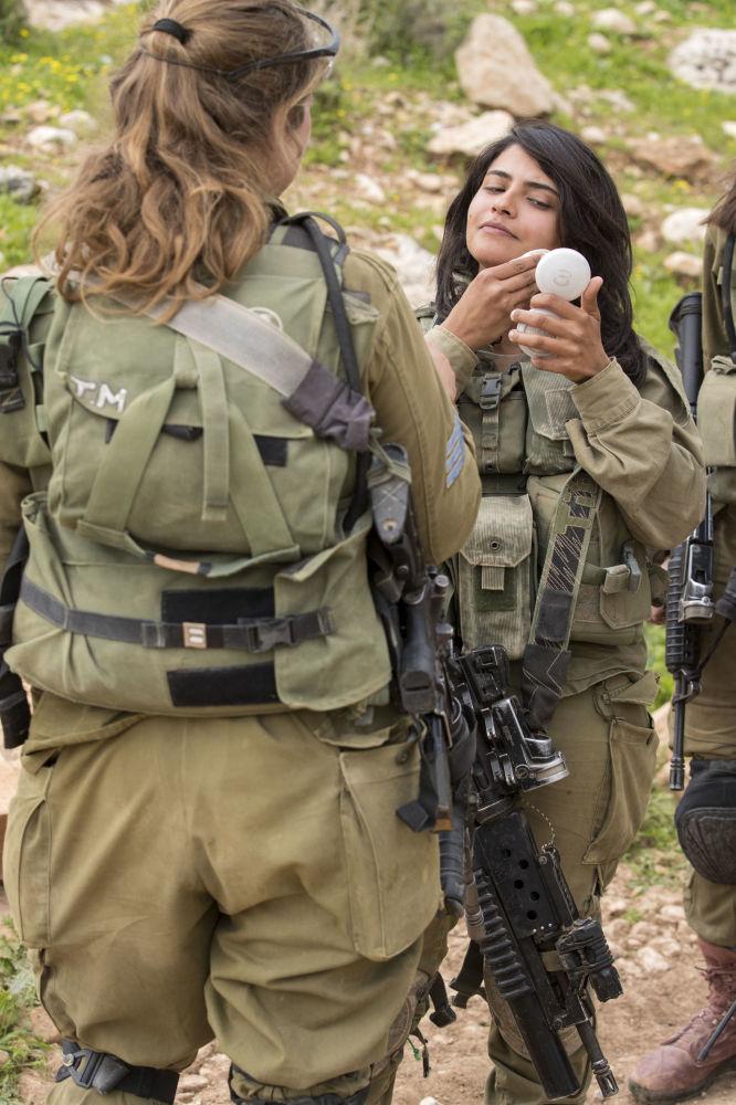 Krasavice v armádách různých zemí