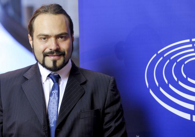Činitel vlivného italského Hnutí pěti hvězd (H53) Fabio Massimo Castaldo.