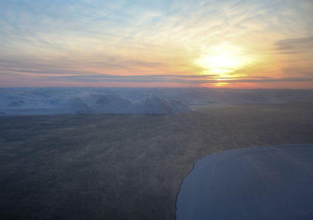 Západ slunce nad Barentsovým mořem