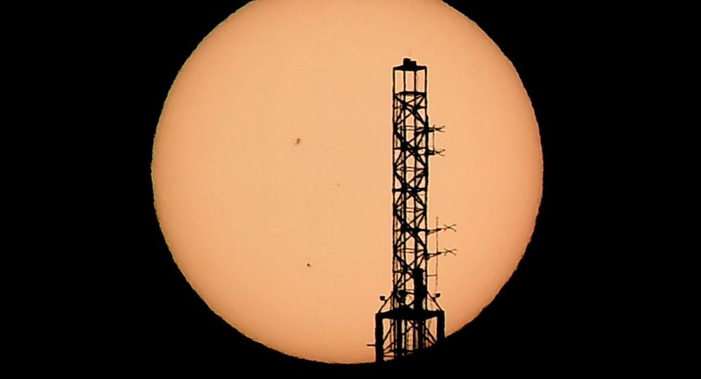 Věž na pozadí Merkuru