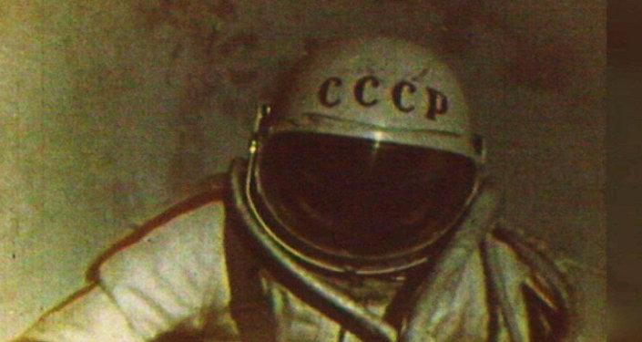 Před 53 lety Alexej Leonov poprvé vystoupil do otevřeného vesmíru