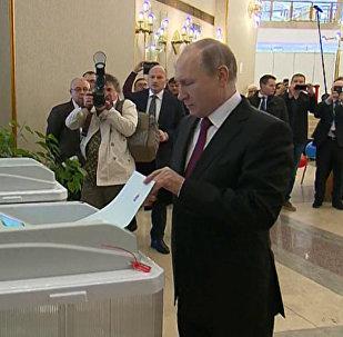 Vladimir Putin hlasoval v prezidentských volbách
