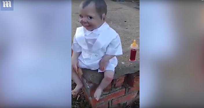 Na brazilském hřbitově našli hrůzostrašnou panenku, která sleduje návštěvníky