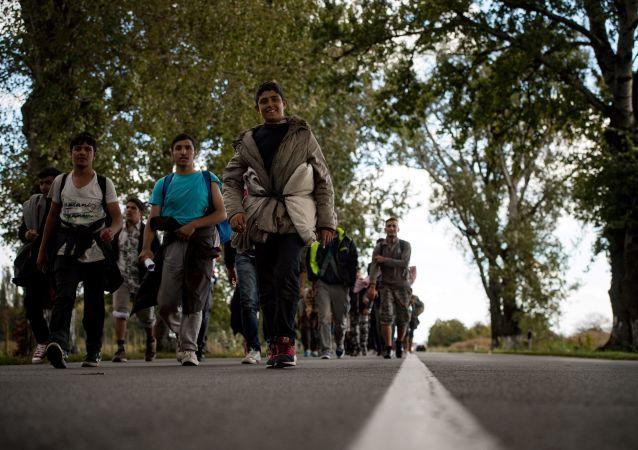 Migranti na cestě do Maďarska. Archivní foto
