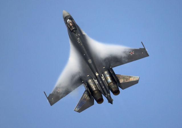 Víceúčelový supermanévrovatelný stíhací letoun SU-35, který ještě netvoří výzbroj RF, již vyzval zájem zahraničí.