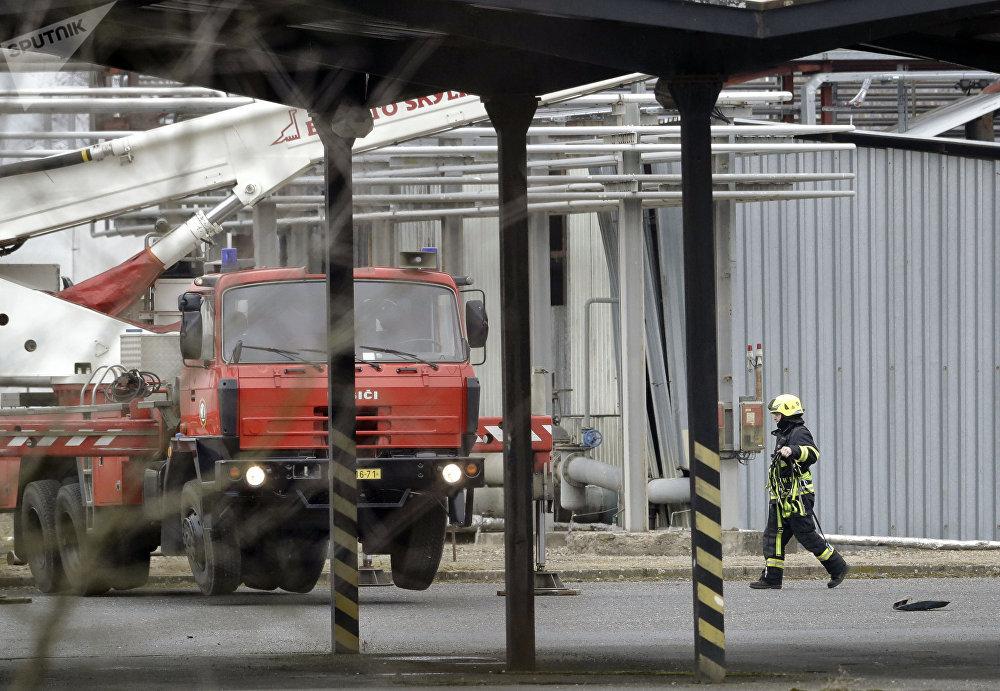 Hasiči na místě výbuchu v Kralupech nad Vltavou