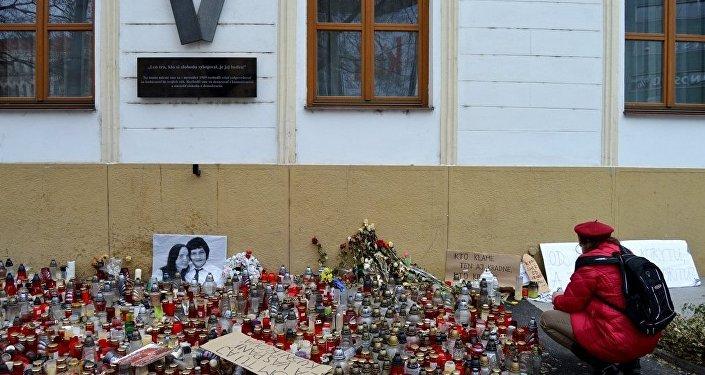 Protivládne zhromaždenia, ktoré spustila vražda novinára Jána Kuciaka a jeho snúbenice pokračovali aj tento piatok.