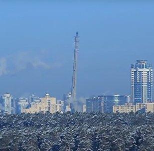 Zničení výbuchem nedostavěné televizní věže v Jekatěrinburgu ukázali na videu