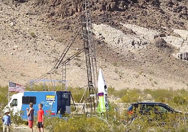 Všechno může být… Američan uskutečnil let na raketě, aby dokázal, že je Země plochá