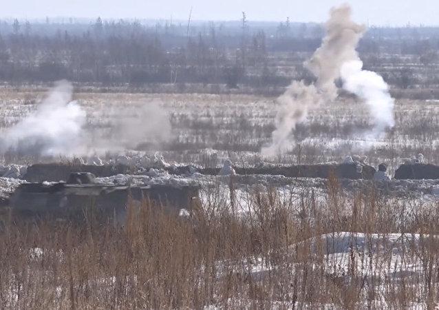 Bojové střelby ruských motorizovaných jednotek v Chabarovském kraji