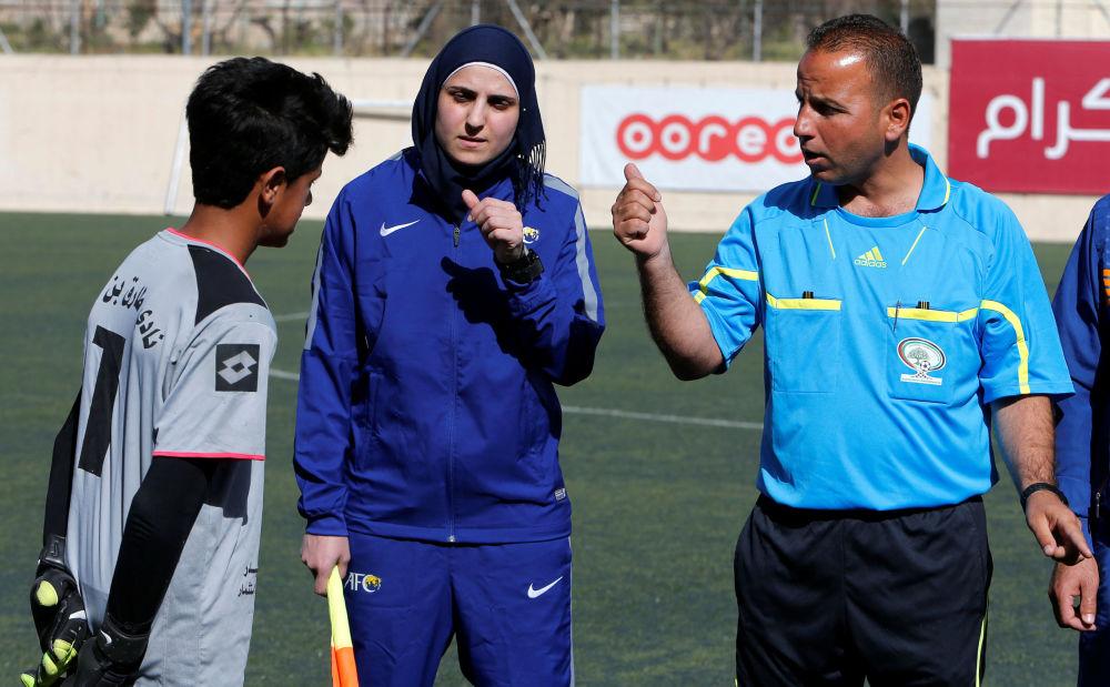 Krása a talent. Jediná fotbalová rozhodčí na západním břehu Jordánu
