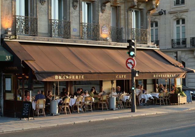 Kavárna v Paříži