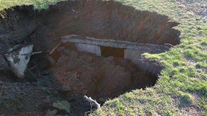 Místo propadu protiatomového krytu v Praze