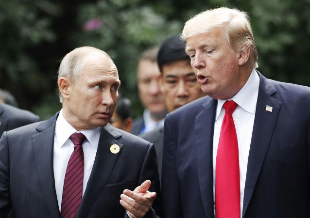 Vladimir Putin a Donald Trump na summitu APEC. Archivní foto