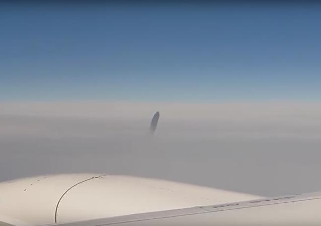 Cestující natočili UFO, které pronásledovalo letadlo na nebi nad Tureckem