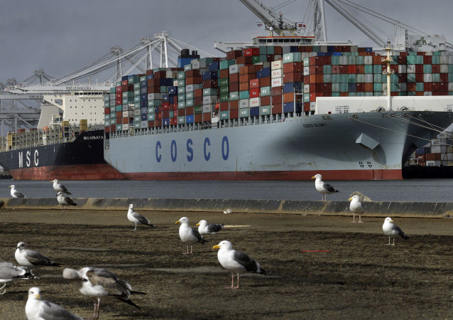 Nákladní loď Glory čínské společnosti Cosco v Kalifornii