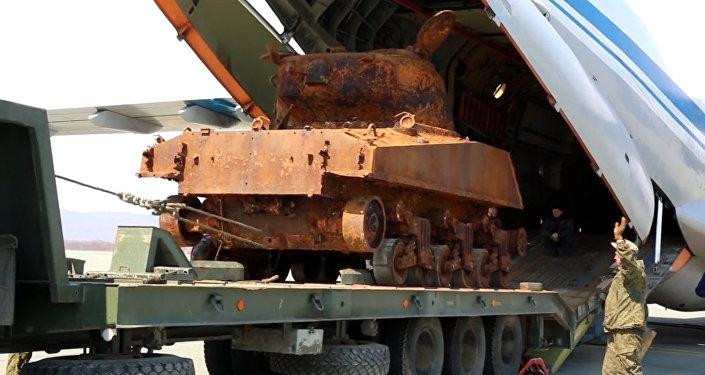 Americký tank Sherman se připravuje na účast v přehlídce 9. května
