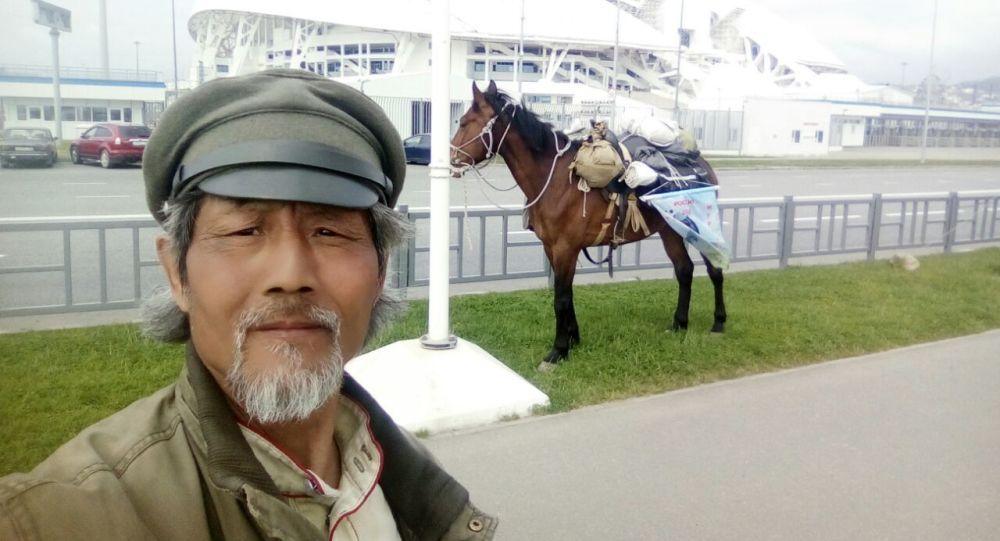 Cestoval Qin Li v Soči