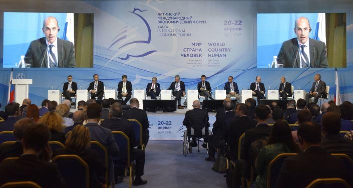 Účastníci jaltského mezinárodního ekonomického fóra