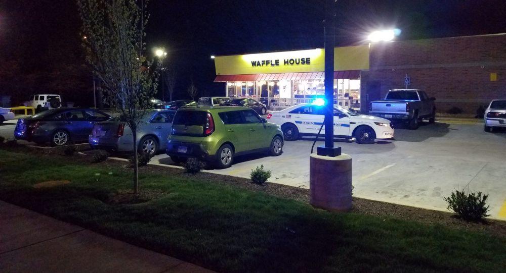 Střelec nudista u kavárny v USA zabil tři lidi