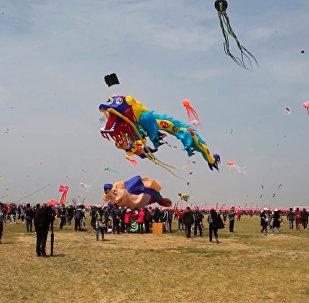 Pohádka ve skutečnosti. Jak probíhá festival draků v čínském Wej-fangu