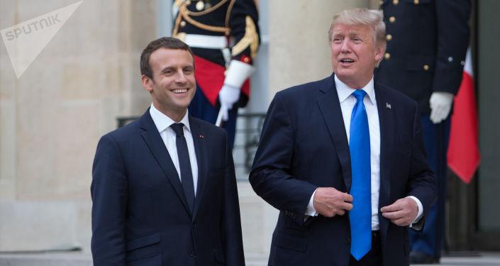 Francouzský prezident Emmanuel Macron a prezident USA Donald Trump