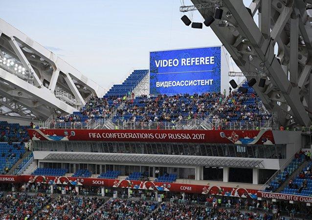 Videorozhodčí při zápase Konfederačního poháru 2017 v Rusku