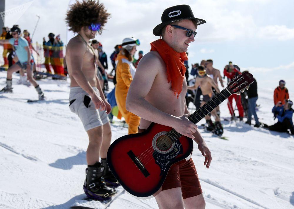Horký sníh v květnu: Festival Chibiny - bikini 2018