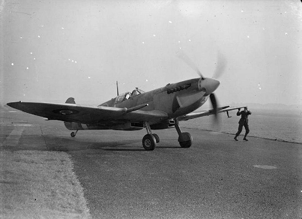 Britský stíhací letoun Supermarine Spitfire IX