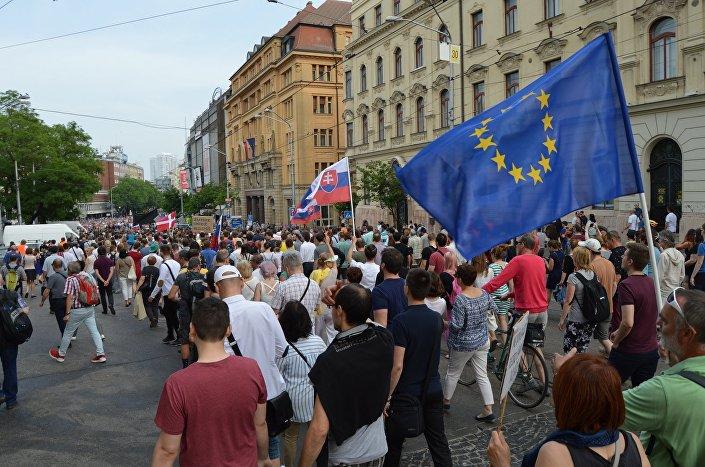 Demonštranti v centre Bratislavy