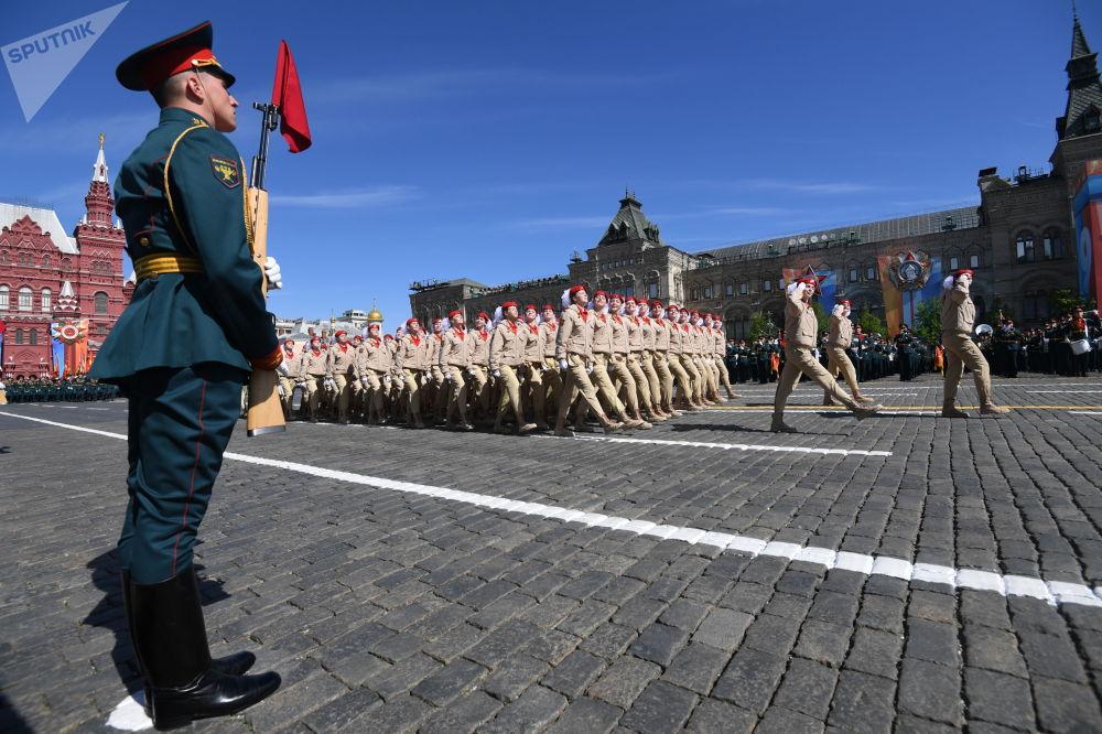 Vojenská přehlídka v Moskvě: více než 13 tisíc vojáků a 159 kusů vojenské techniky