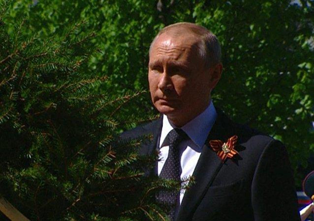 Putin, Netanjahu a Vučič položili věnce ke Hrobu neznámého vojína